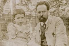 Александр Григорьевич Лесскис с дочерью Надей [?]